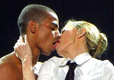 舌吻会传播艾滋病吗