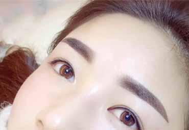 女性注意 纹眉等有创美容可感染艾滋病