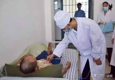 时刻面临职业暴露风险 他是一名监狱医生