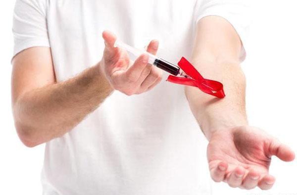 抽血检测艾滋病.jpg